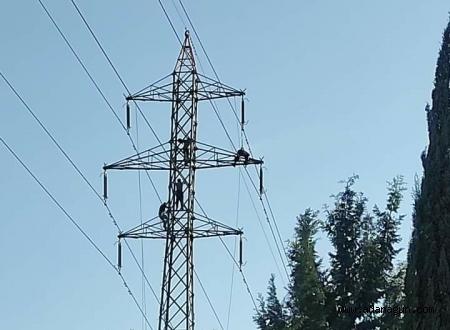 Elektrik işçisi akıma kapıldı