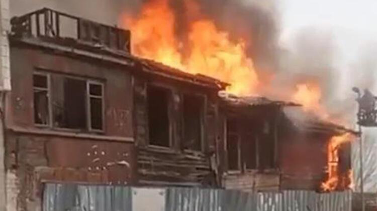 Metruk bina alev alev yandı! Sosyal mesafeyi hiçe saydılar