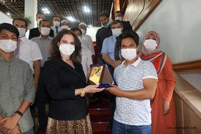 Tuncel,   Bangladeşli öğrencilerle bir araya geldi
